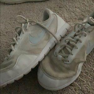 White nike cheer/ sneakers